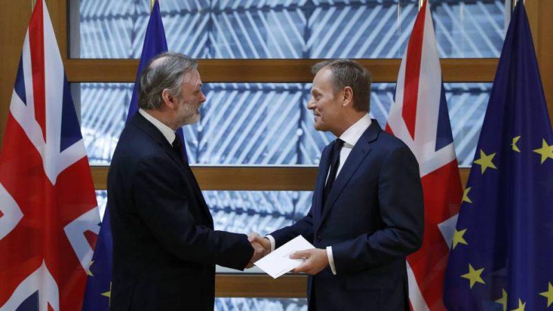 Barrow entrega carta Theresa May a Tusk
